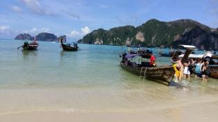 Kristallklares Wasser auf Kho Phi Phi