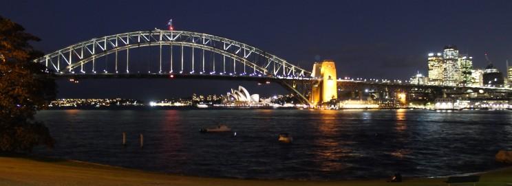 Harbour Bridge, Opernhaus und CBD bei Nacht